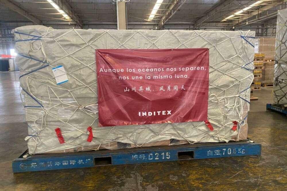 Operarios de Zara trabajan sin mascarillas mientras Inditex las dona