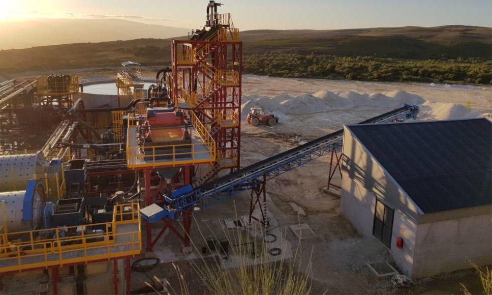 China tira los precios y amenaza a la primera mina de coltán gallega