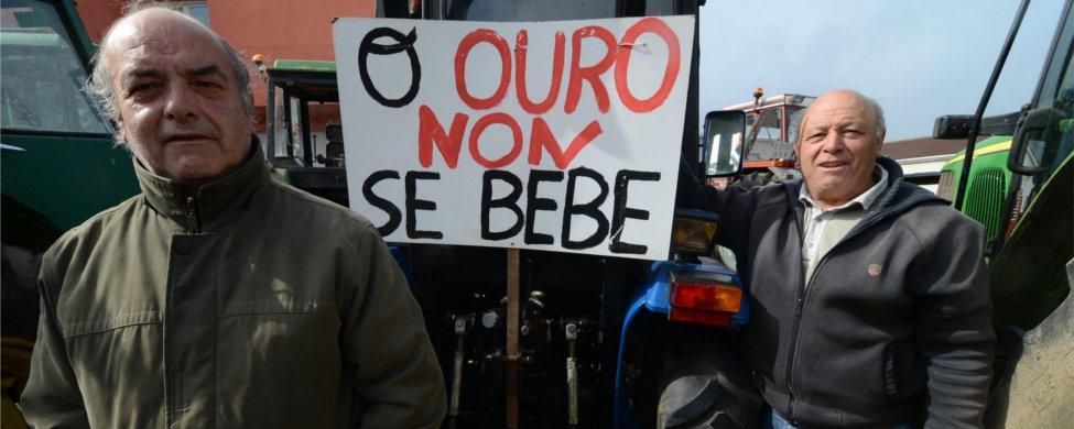 El PP pierde apoyos en los ayuntamientos afectados por la mina de Corcoesto