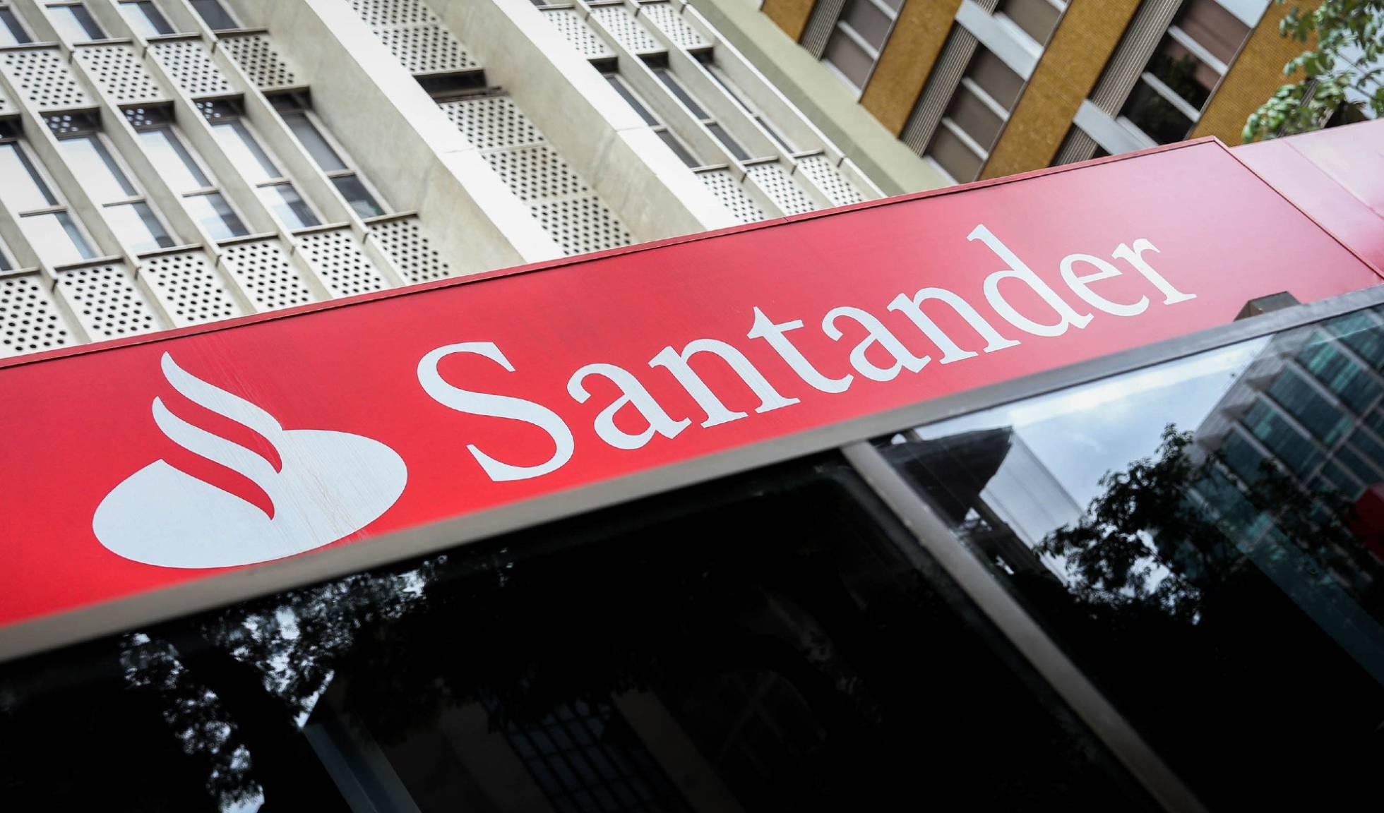 """Manifestación en Vigo ante el """"acoso laboral"""" en el ERE del Santander"""