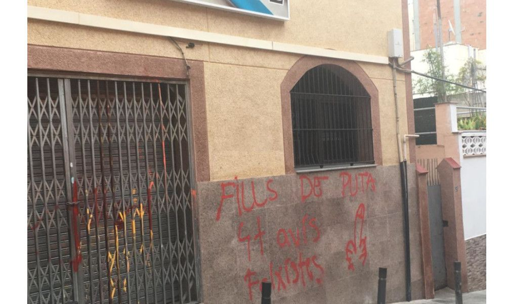 Ataque radical y pintadas contra un centro gallego en Cataluña