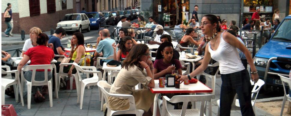 Los peores sueldos de España: mujer, gallega y camarera