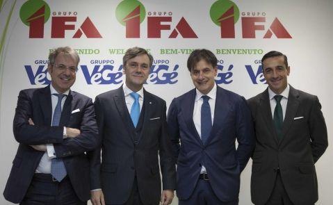 Roberto Tojeiro (segundo por la izquierda), presidente de Gadisa y del Grupo IFA