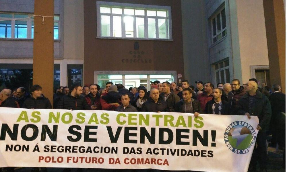 """SOS de la plantilla de Ferroatlántica por el """"desmantelamiento"""" en Cee"""
