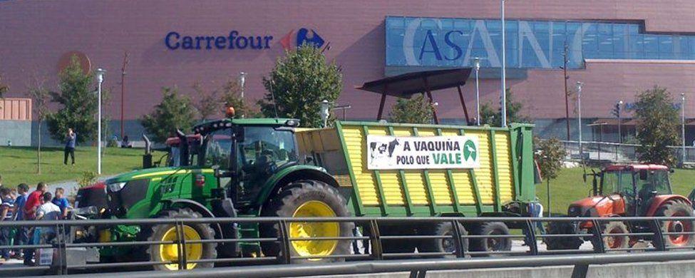 Carrefour, Alcampo y DIA, objetivo de la ira de los ganaderos en Santiago