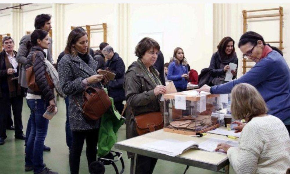 """Los notarios ven """"imposible"""" el plan de Feijóo para delegar el voto"""