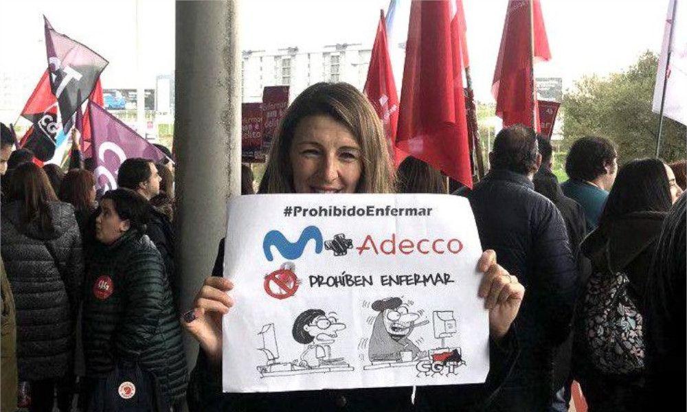 Yolanda Díaz 'mima' a los trabajadores de Extel en su debut en Trabajo