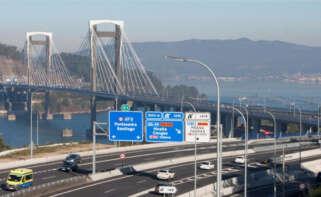 Tramo de la AP-9 a su paso por el Puente de Rande / EFE