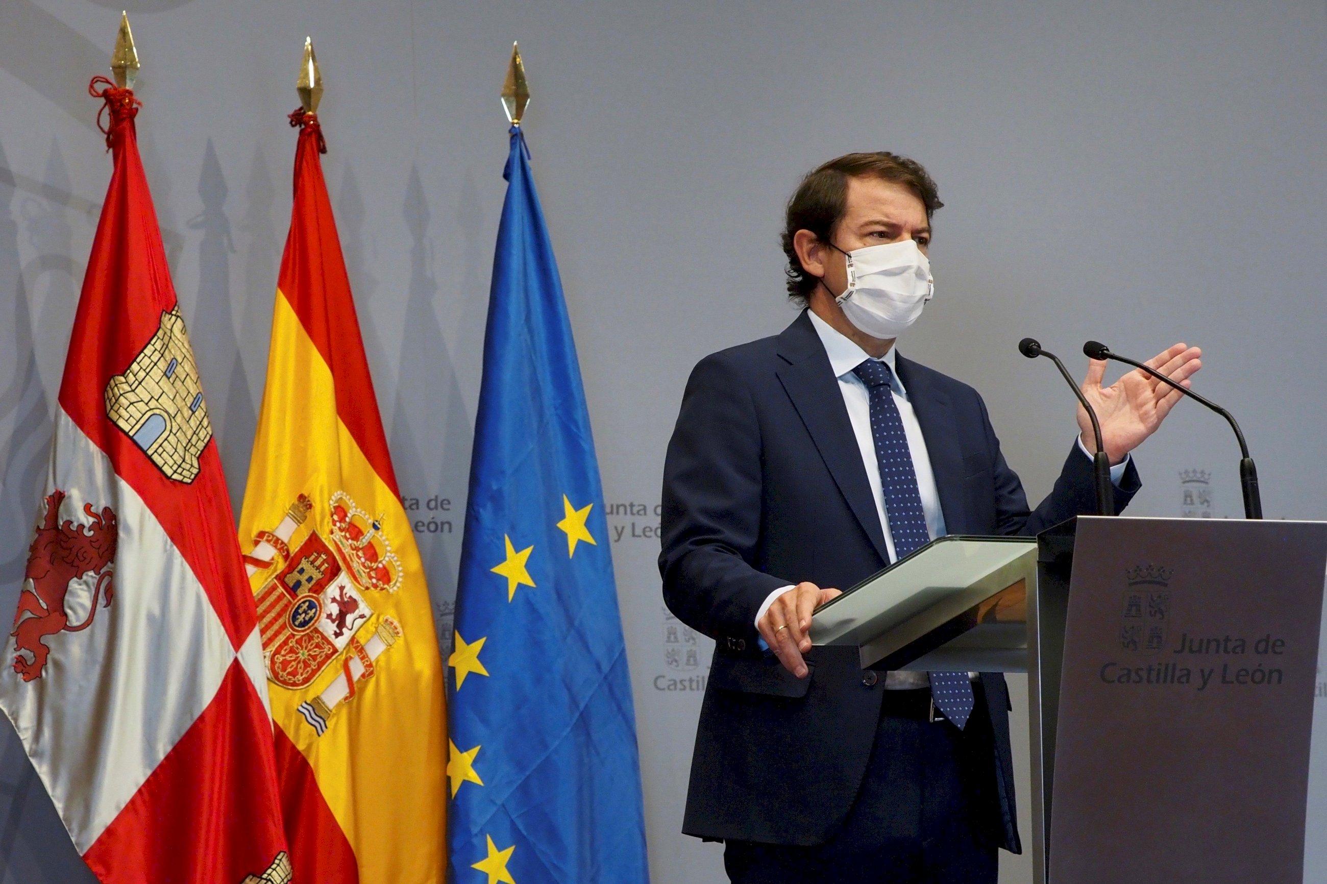 Castilla y León desafía a Illa y decreta el toque de queda a las 8 de la tarde