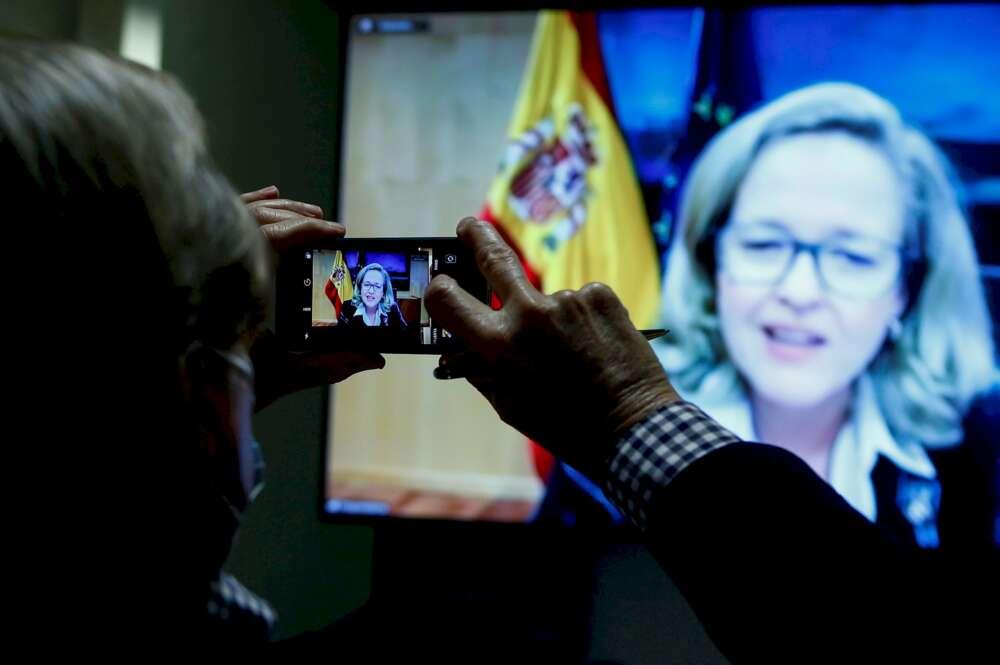 Choque entre Nadia Calviño y Pablo Iglesias por los desahucios
