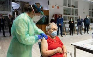 Nieves Cabo, la primera gallega en recibir la vacuna contra el Covid-19