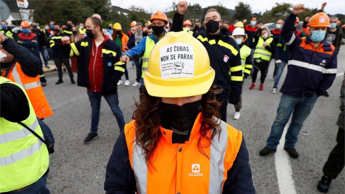 Imagen de archivo de protestas por el cierre de la planta de aluminio de Alcoa en San CIbrao