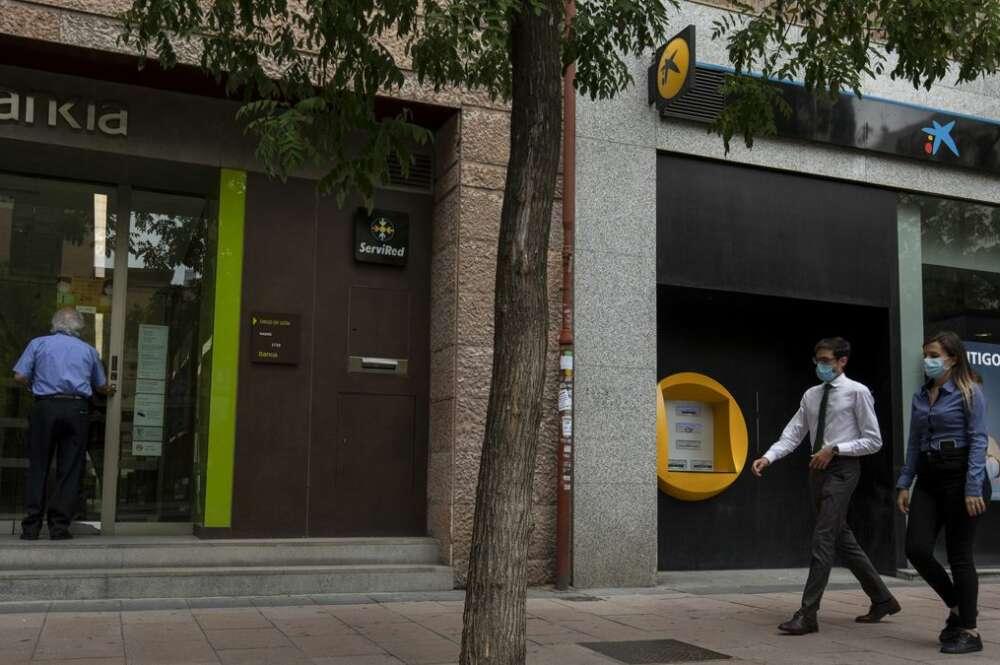 CaixaBank cierra su ERE con los sindicatos y pacta 76 salidas en Galicia