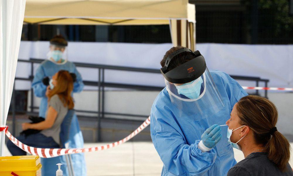 El coronavirus frena su caída en Galicia: solo 52 casos menos
