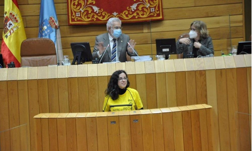 Choque en el Parlamento por una camiseta contra el cierre de Gamesa