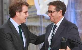 Jesús Domínguez, fundador de Textil Lonia e impulsor de Bimba y Lola, recibiendo la medalla Castelao / Xunta