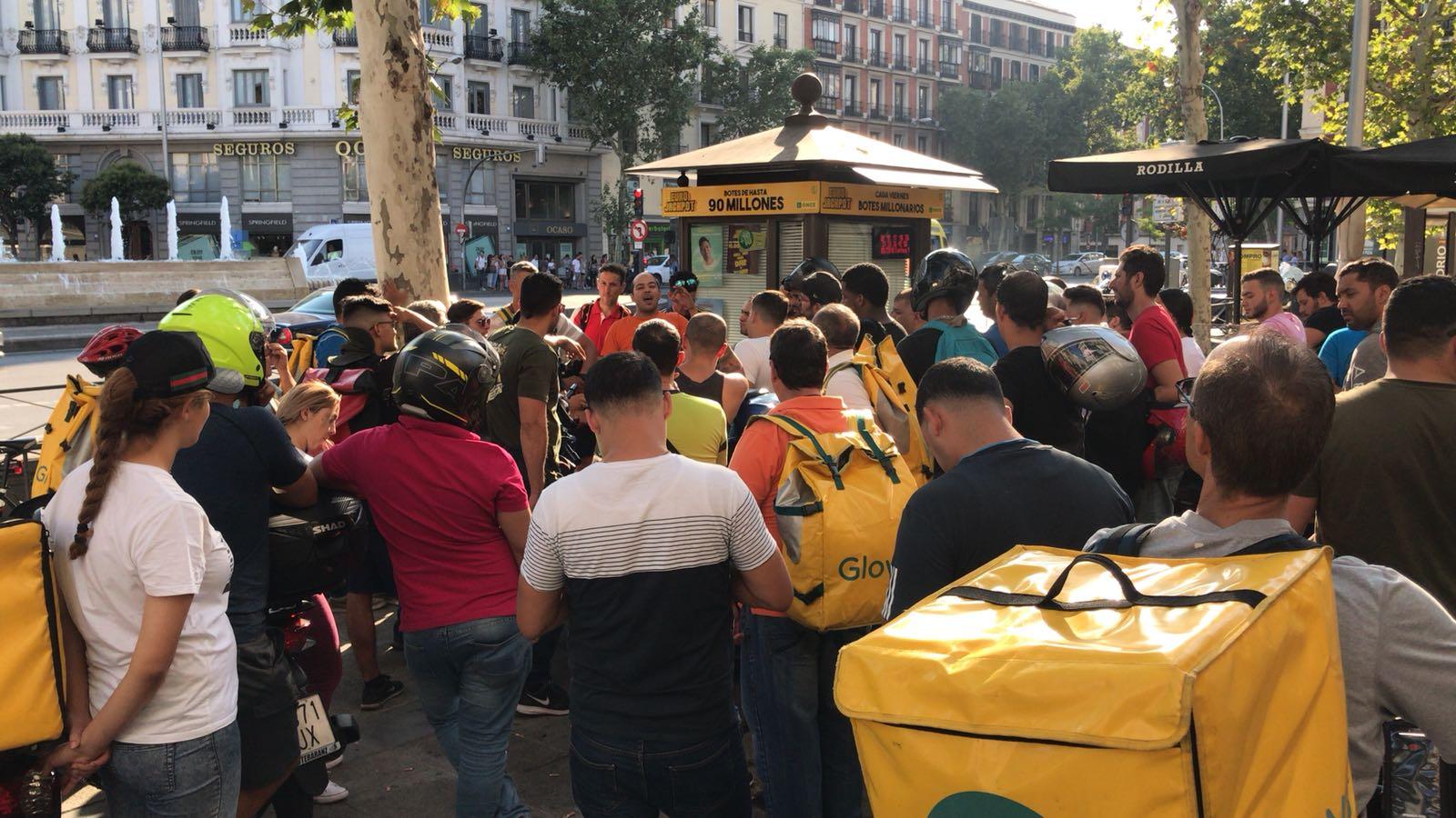 Los 'riders' afines a Glovo burlan a Yolanda Díaz