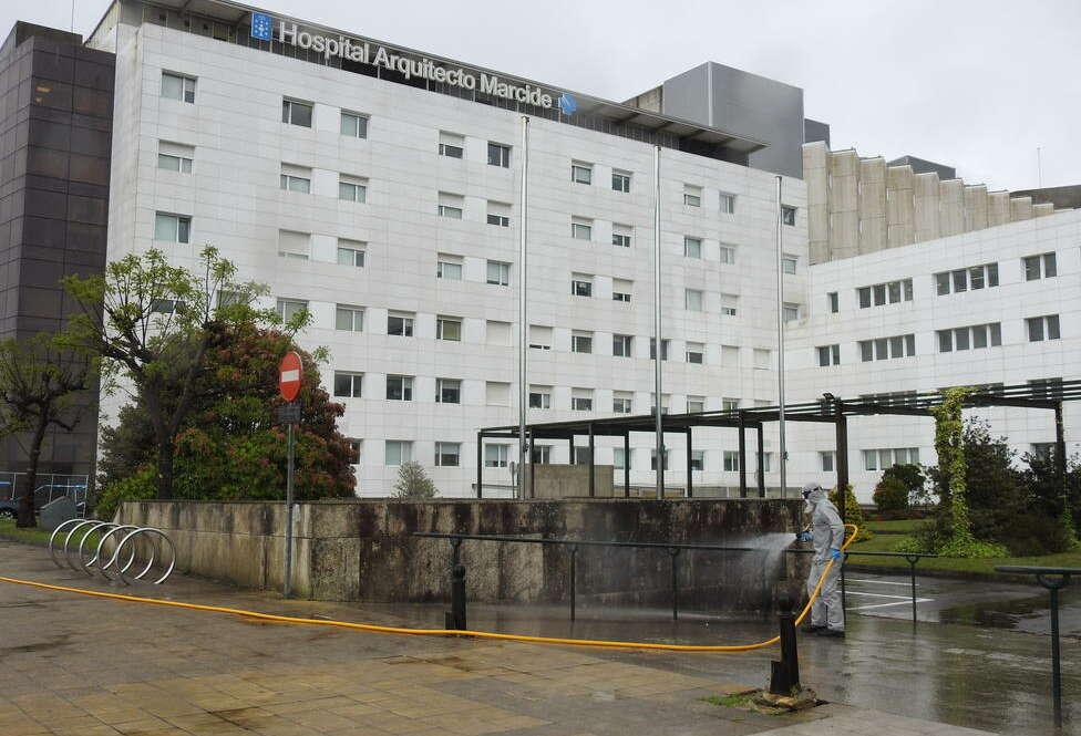 Presión en las UCI: la Xunta traslada pacientes Covid de Ferrol a Lugo