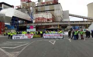 Protesta de trabajadores y contratistas de Endesa en As Pontes