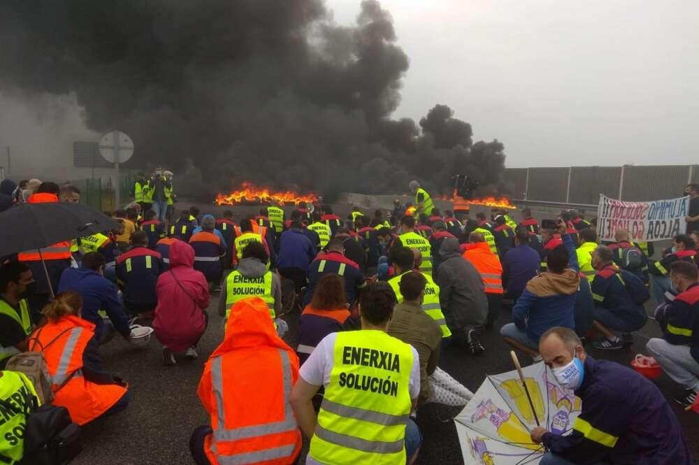 Protesta de trabajadores de Alcoa en San Cibrao. Europa Press