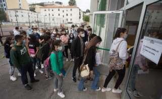 Los casos activos de Covid vinculados a las escuelas en Galicia se central en A Coruña y Santiago