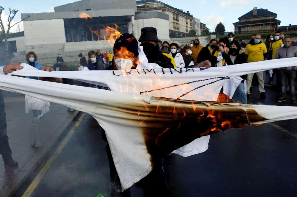 Manifestación contra el cierre de la factoría eólica de Siemens Gamesa en As Somozas. Kiko Delgado/EFE