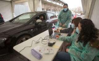 Sistema de Covid-auto, puesto en marcha para facilitar pruebas de PCR fuera de los centros hospitalarios. Foto: Europa Press