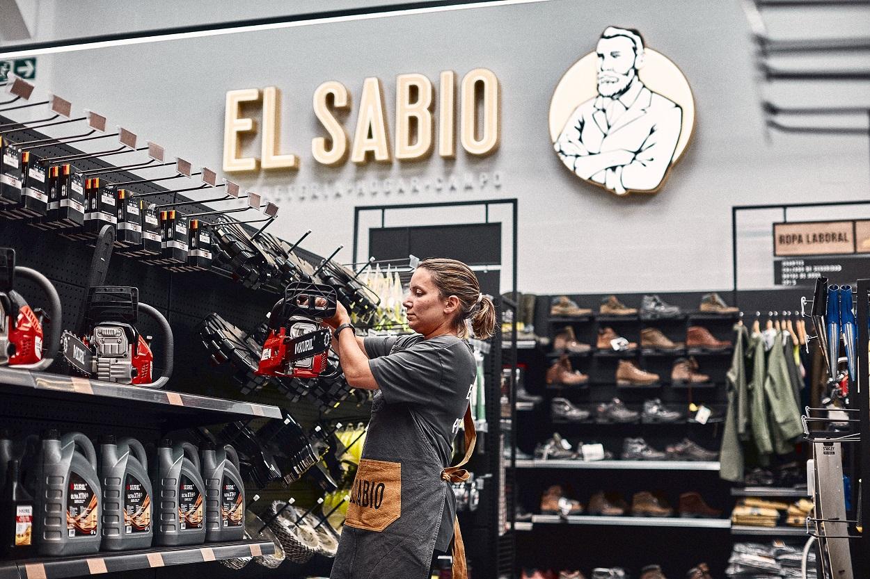 El Sabio, que da una vuelta a la ferretería tradicional, abre dos tiendas piloto en A Coruña