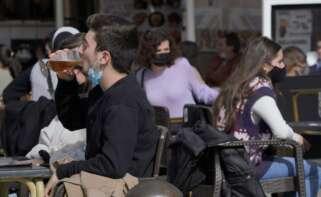 """La hostelería, a Feijóo: """"Madrid está doblegando la curva"""" con los bares abiertos"""