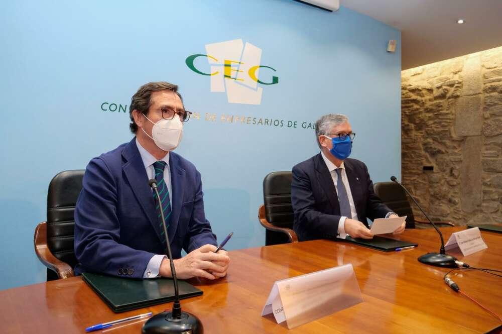 El presidente de la CEOE, Antonio Garamendi, y el de la patronal gallega, Juan Manuel Vieites