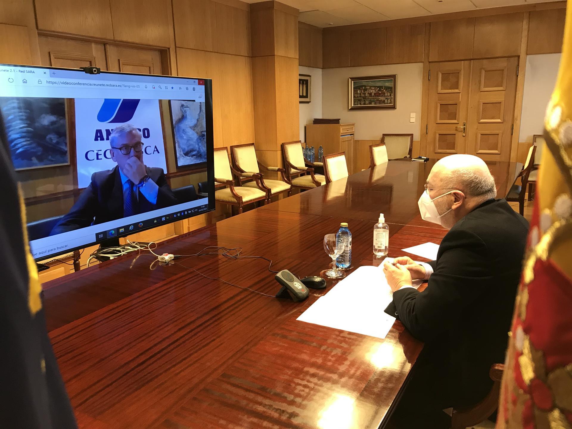 Primera reunión entre el nuevo presidente de la patronal gallega, Juan Manuel Vieites, y el delegado del Gobierno en Galicia, Javier Losada