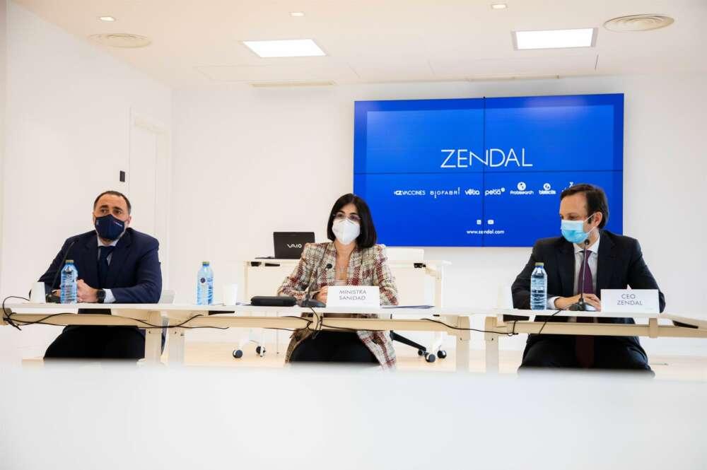 La ministra de Sanidad, Carolina Darias, visita las instalaciones del grupo Zendal en O Porriño (Pontevedra). E.P.