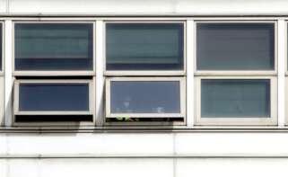La UDEF ha llevado a cabo un operativo de investigación policial en las plantas de Alu Ibérica en A Coruña y Aviñés. EFE.