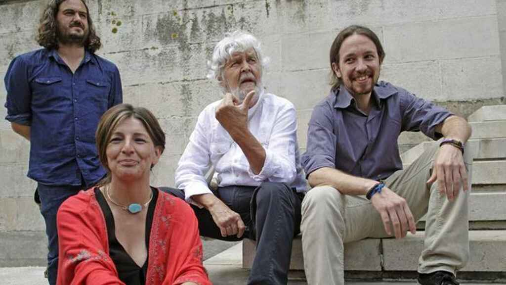 Yolanda Díaz junto a Xosé Manuel Beiras, Pablo Iglesias y Antón Sánchez