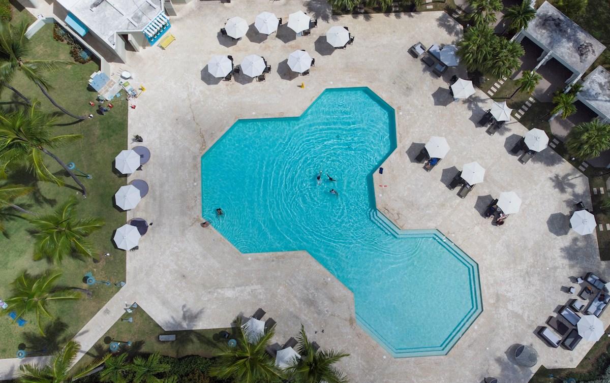 La pandemia ha aumentado de forma notable la demanda de viviendas individuales con jardín y piscina. Pero, ¿cuántas hay a la venta en Galicia? Foto: Efe