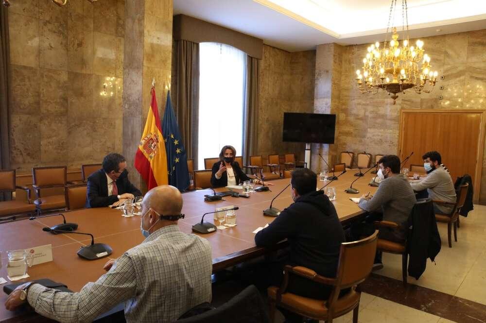 """La ministra de Transición Ecológica, Teresa Ribera, propone la creación de un """"espacio de diálogo"""" para buscar una solución al conflicto de Ence en Pontevedra"""