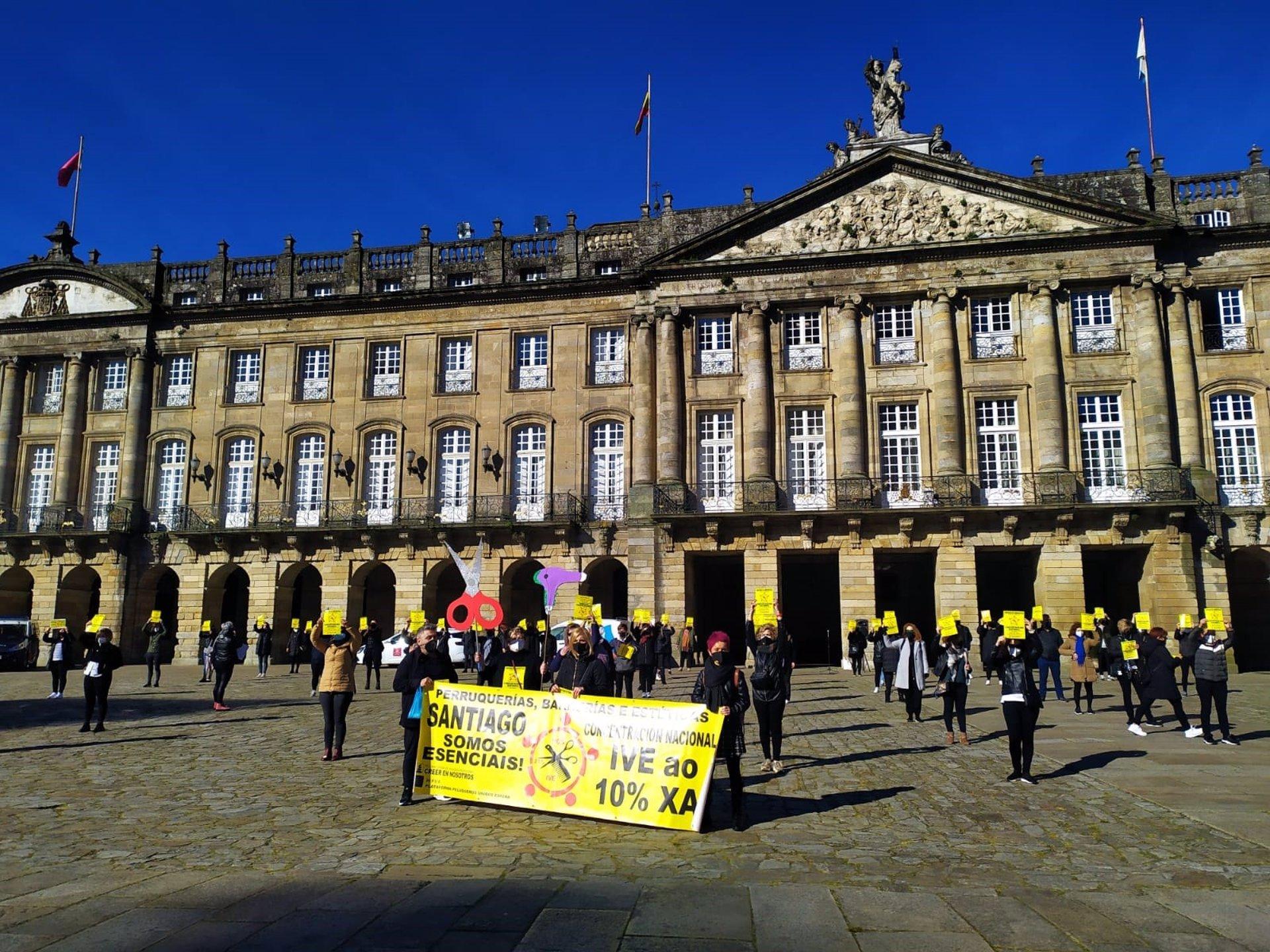 Las peluquerías gallegas salen a la calle para exigir la bajada del IVA en el sector