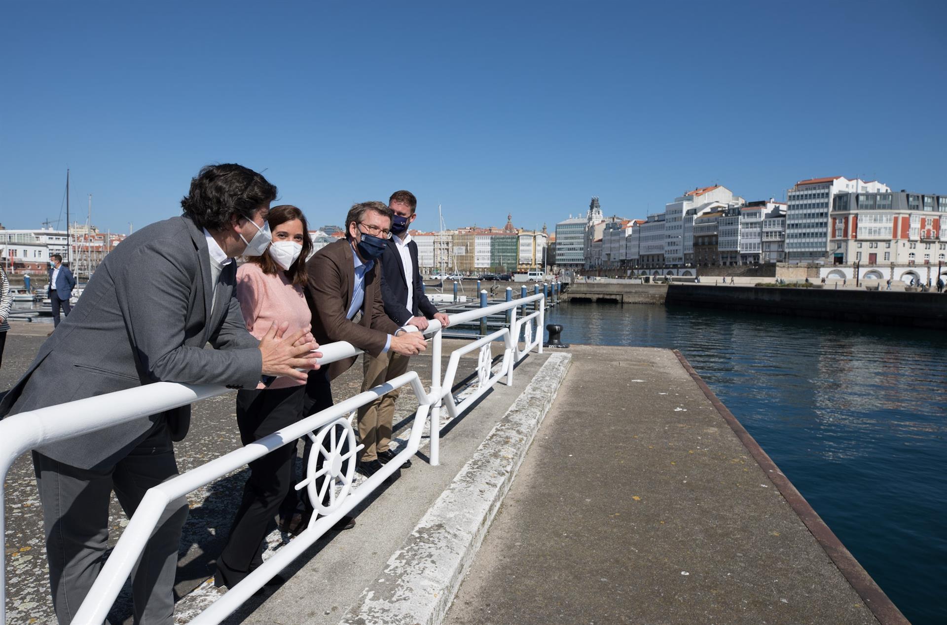El presidente del Puerto de A Coruña, Martín Fernández Prado, la alcaldesa de A Coruña, Inés Rey, el presidente de la Xunta, Alberto Núñez Feijóo, y el delegado de la Xunta en A Coruña, Gonzalo Trenor, en la apertura del muelle de trasatlánticos. - XUNTA