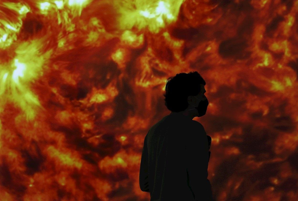 Exposición en Barcelona sobre creación artística, literaria y científica inspirada en Marte. EFE/ Andreu Dalmau