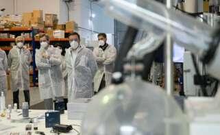 Valentín González Formoso visita las instalaciones de Nanogap en Ames