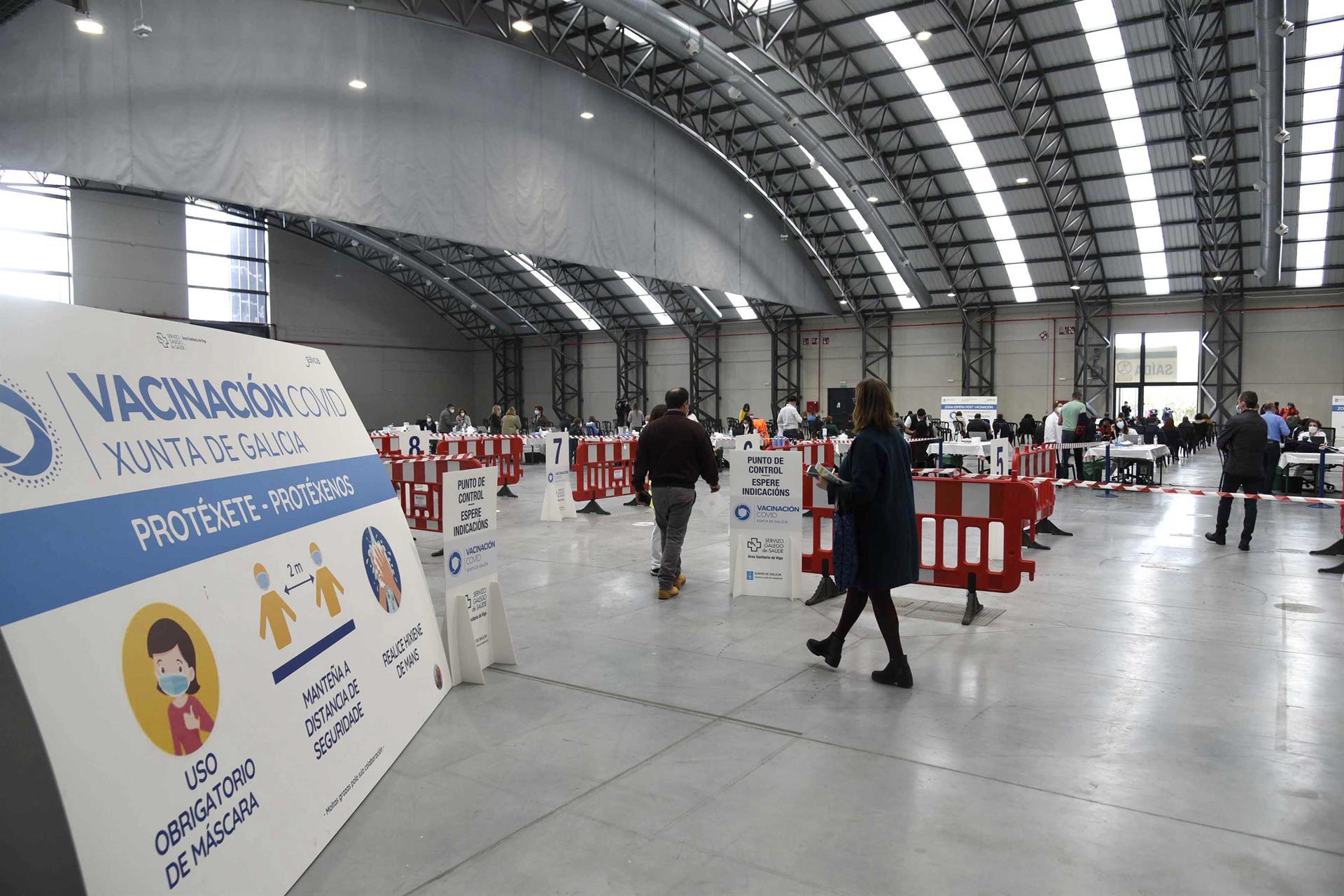 Galicia descarta, de momento, reacciones adversas graves entre la población vacunada con AstraZeneca. E.P.