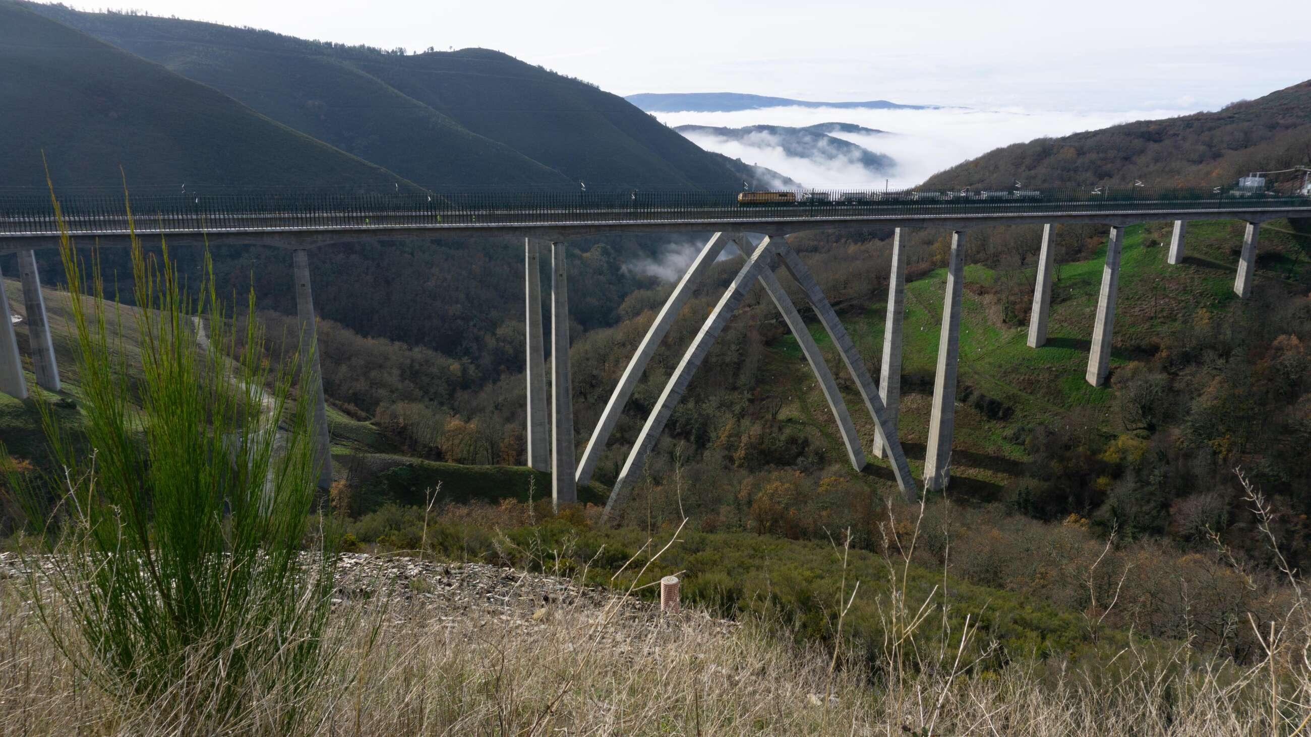Pruebas en el viaducto de Teixeiras del trazado del AVE a Galicia