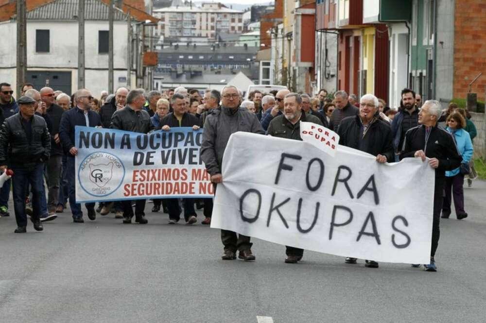 Protesta en el barrio lucense de As Gándaras contra las ocupaciones de viviendas / Eliseo Trigo