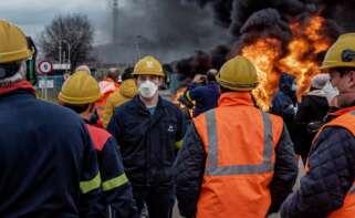 Foto de archivo de las protestas en la factoría de aluminio de San Cibrao. EFE/Emilio Pérez