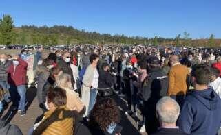 Personas se aglomeran en la vacunación masiva de Santiago de Compostela a 6 de abril de 2021. - Álvaro Ballesteros - Europa Press