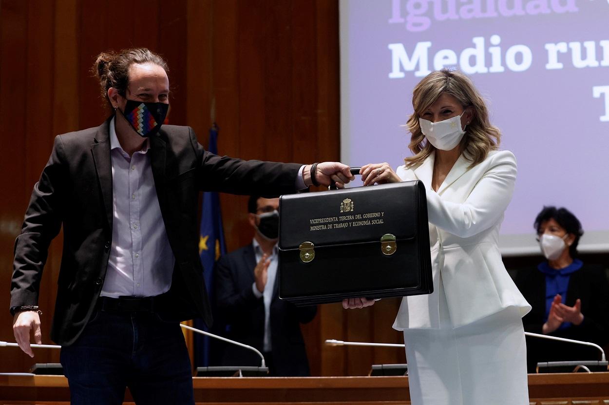 Pablo Iglesias cedió a Yolanda Díaz el testigo como vicepresidenta del Gobierno y la señaló como futura candidata de Unidas Podemos. EFE/Mariscal