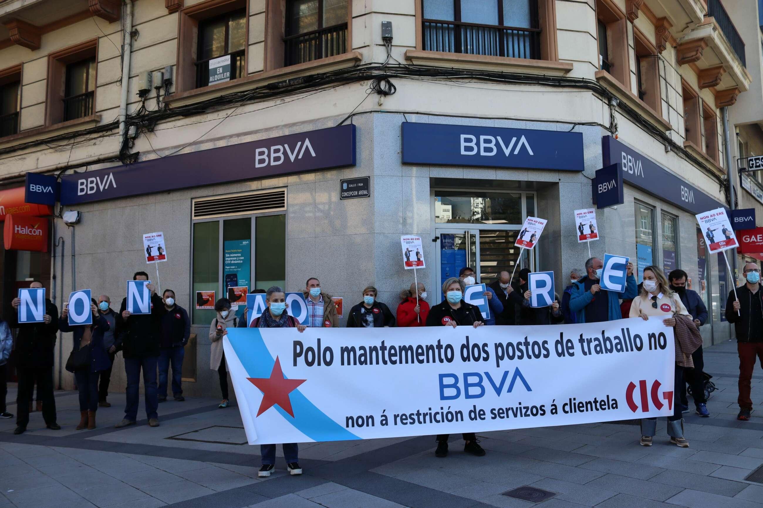 Protesta de la CIG frente al BBVA de la Praza de Catro Camiños en A Coruña / CIG