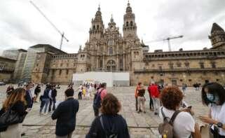 Turistas en la Praza do Obradoiro de Santiago / EFE