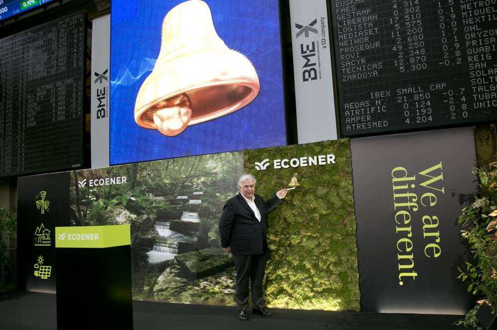 Luis de Valdivia protagoniza el acto de toque de campana que marca el desembarco de Ecoener en bolsa. Foto: BME
