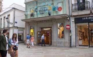 La calle Real de A Coruña perderá el emblemático establecimiento de Pull&Bear ubicado en el antiguo cine París / Business Insider/Mary Hanbury
